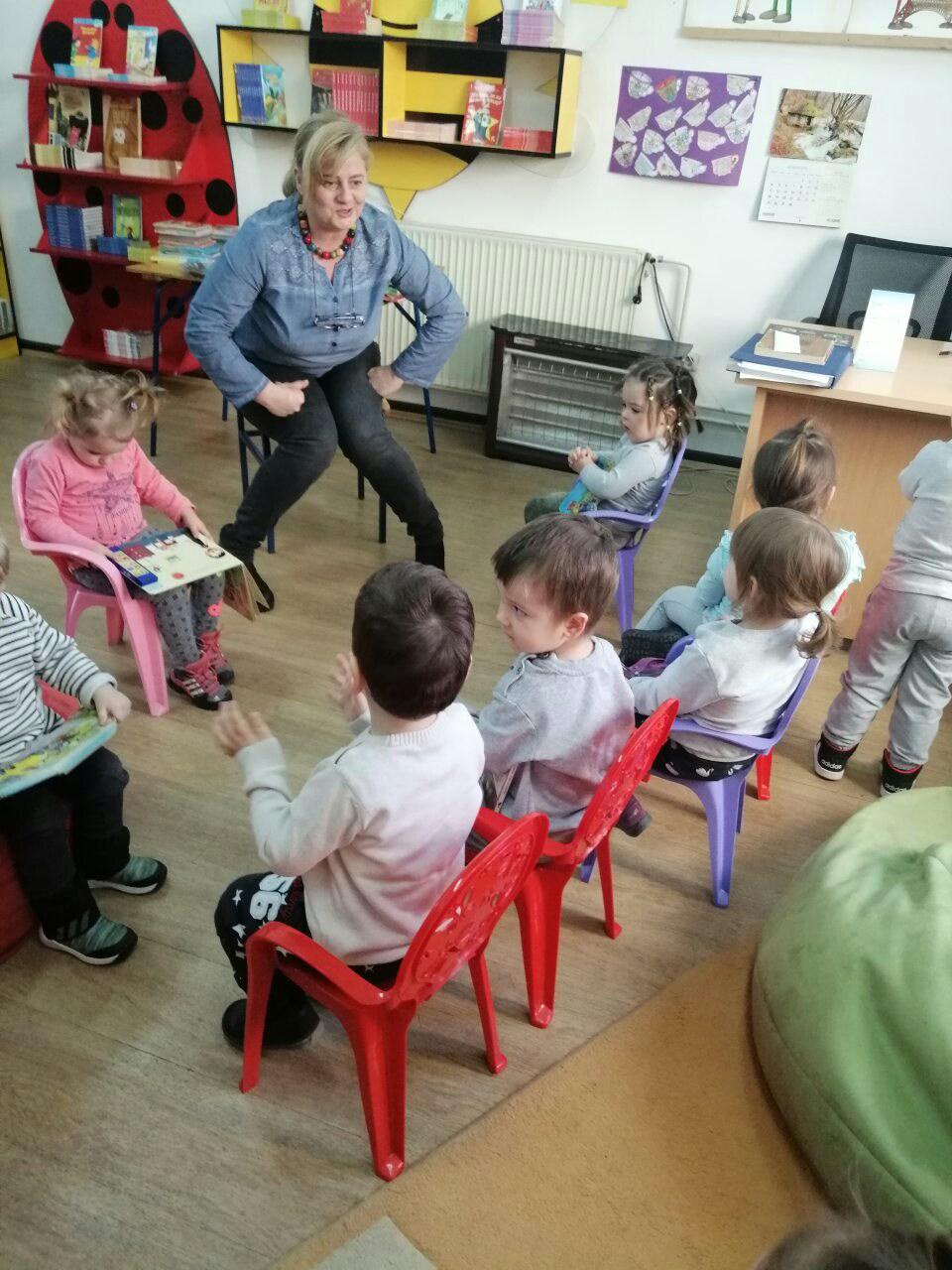 """Деца из """"Јаслица"""" у посети градској библиотеци"""